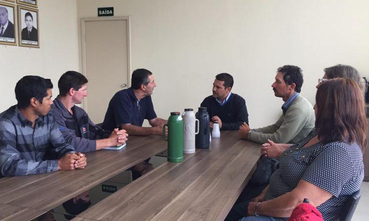 Integrantes da diretoria se reúnem com o presidente do Legislativo de Vacaria
