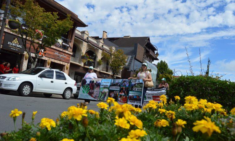 Dia da Mulher é marcado por festa e protesto em Gramado