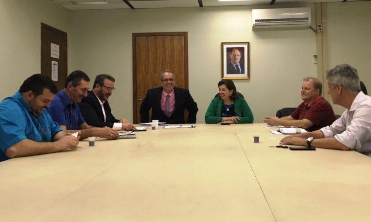 Sindicalistas entregam proposta de 5.55% de reposição ao piso do estado