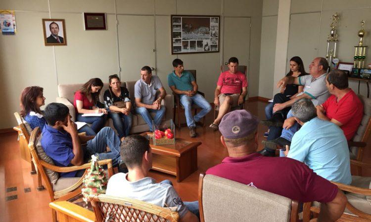 Comunidade da Fazenda da Estrela se reúne com o prefeito Amadeu.